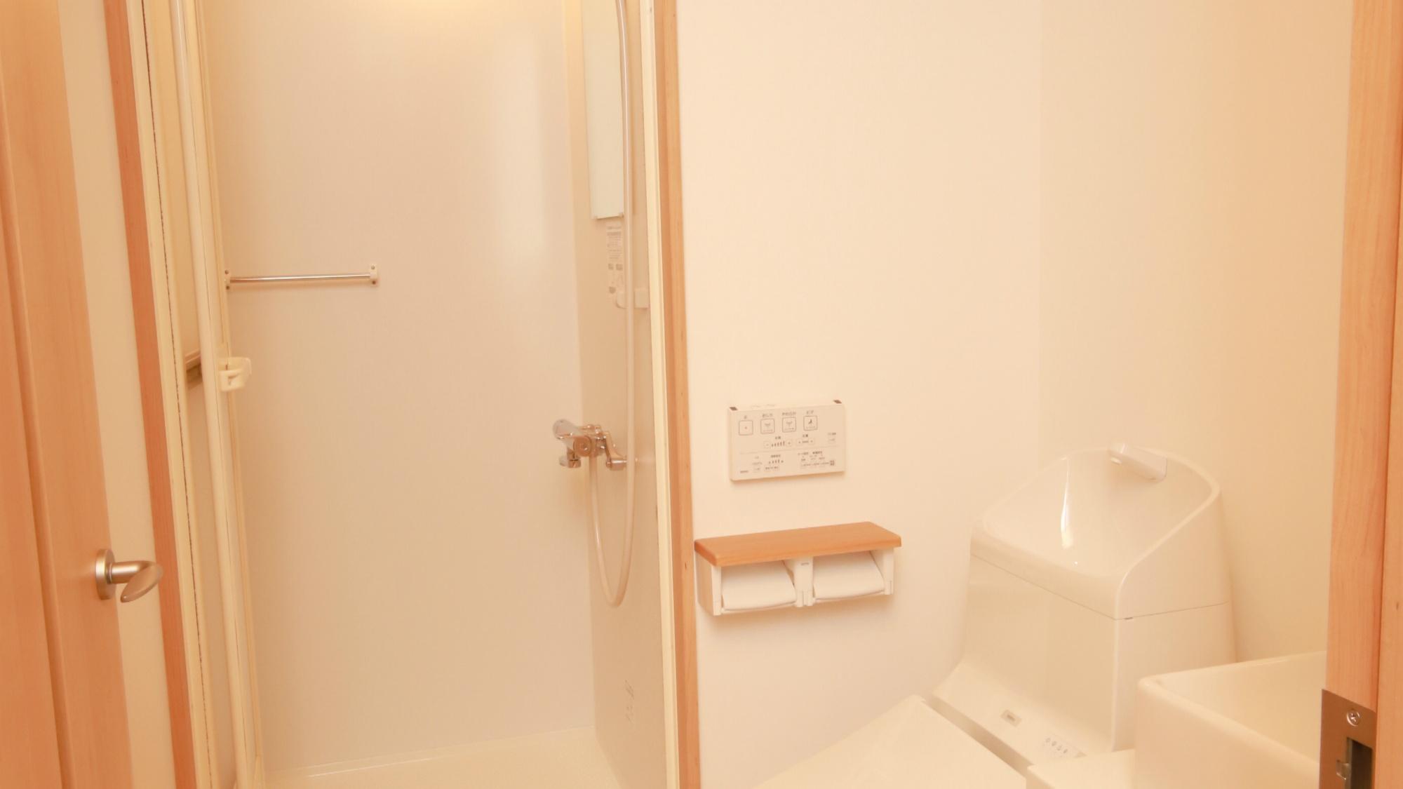 ツインルーム・ロフト付:シャワールーム・トイレ付。大浴場もございますのでぜひご利用下さい。