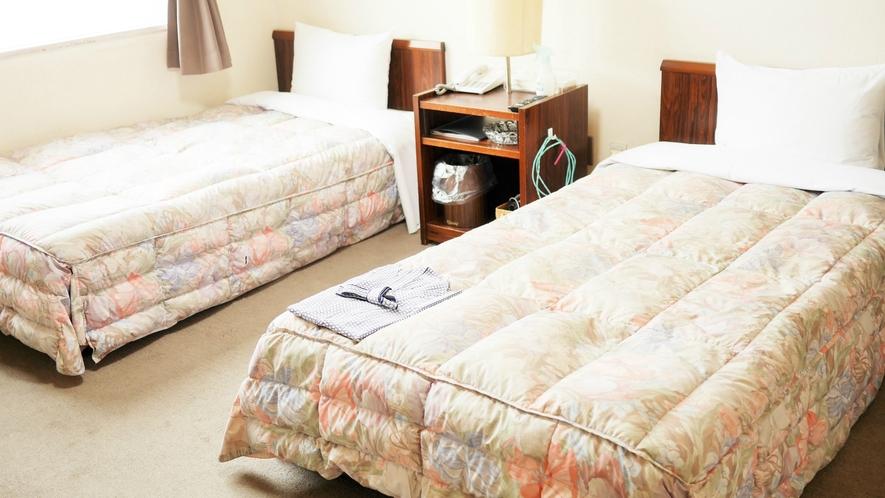 ツインのお部屋:2ベッドでご友人やご家族、お仕事でもほどよい距離感でごゆっくりお過ごしいただけます。