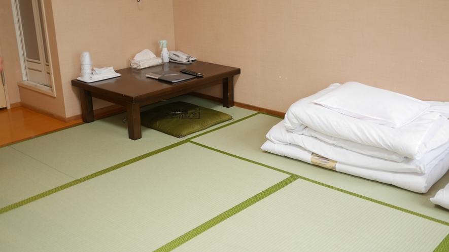 和室8畳のお部屋です。バストイレ付ですのでゆったりとおくつろぎください^^