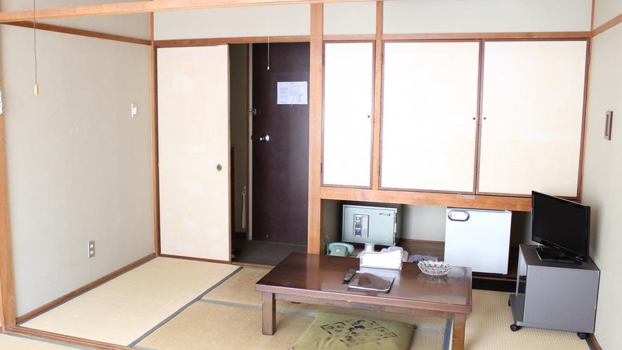 和室6畳:コンパクトな6畳のお部屋です。喫煙部屋ですので移動なくお部屋でご一服していただけます。