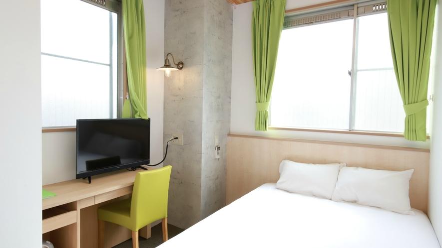 シングルルーム禁煙:白を基調にした明るく清潔感溢れるお部屋で旅の疲れを癒してください。