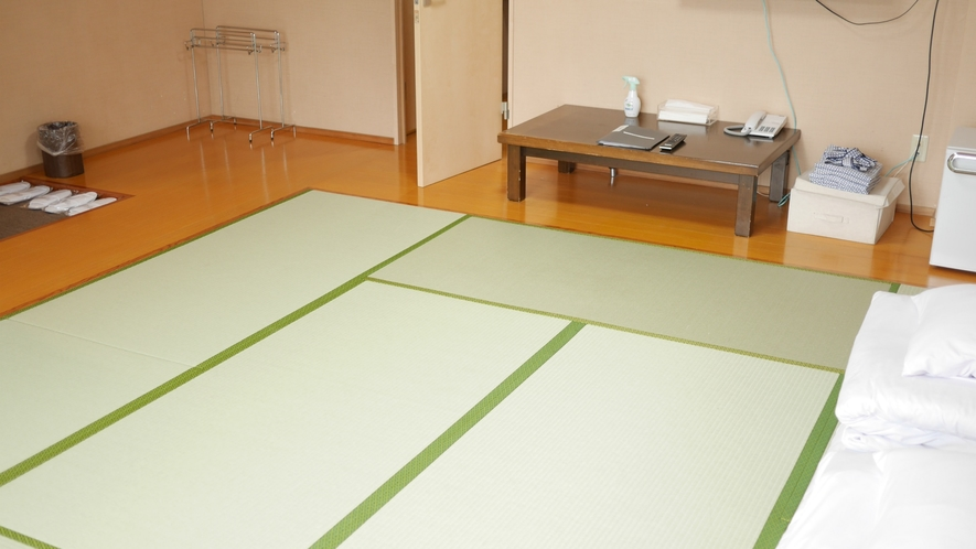 和室12畳のお部屋です。大きめのバスにトイレも設置し人気の高いお部屋になっています。
