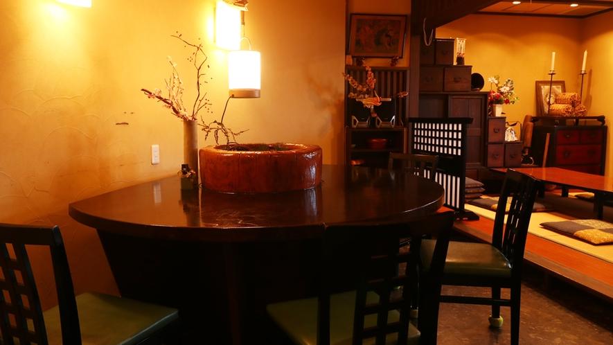 館内/食事処 テーブル席