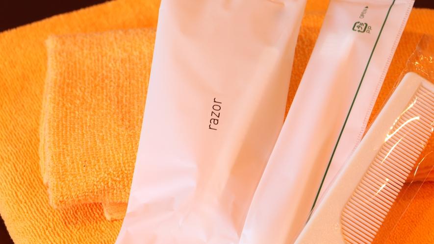 客室アメニティ/クシ、歯ブラシ、カミソリ、タオル