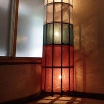 *【照明】落ち着きのある間接照明は主人の手作り。