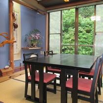*【お食事処】お食事処から、四季折々の自然を眺めることができます。