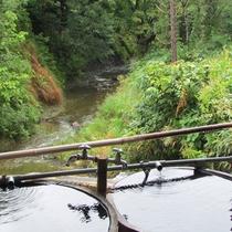 *【桶露天風呂】川のせせらぎを感じながら、のんびりお楽しみください。