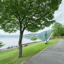 **日本屈指の水質を誇る国内最北の不凍湖・支笏湖。遊覧船に乗ることもできます