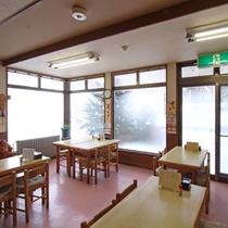 ■食事処一例/大きな窓から見れる北海道の景色とともにお食事をお召し上がりください。