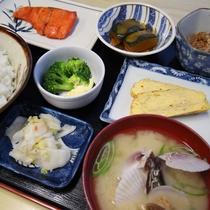 ■朝食(料理)一例/一汁三菜をベースとした彩りのある和定食をご用意!