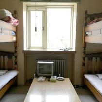*洋室(2段ベッド+2段ベッド)一例/懐かしさを感じる洋室は2段ベッドを設置しております。