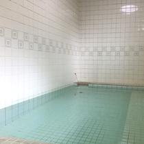 *温泉一例/男女別で少人数サイズの浴場ですがその泉質は天然温泉!ご入浴は、ご滞在中いつでも利用OK♪