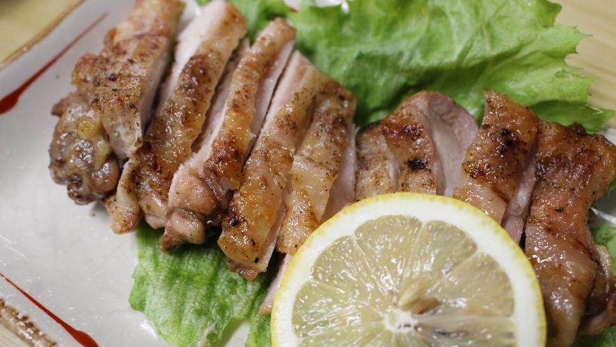 *■夕食(料理)一例/グレードアッププランのお料理では、地産の鶏肉なども提供いたします。