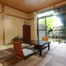 優雅でゆっくりとしたお時間を過ごせる温泉付きの客室です。天気のいい日は満点の星空も楽しめます。