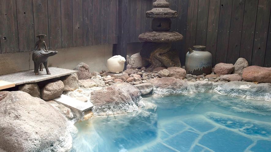 ・開放的な露天風呂で由布院のいで湯をお楽しみください