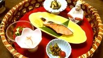 ・朝は「かご盛りの和朝食」をご用意致します