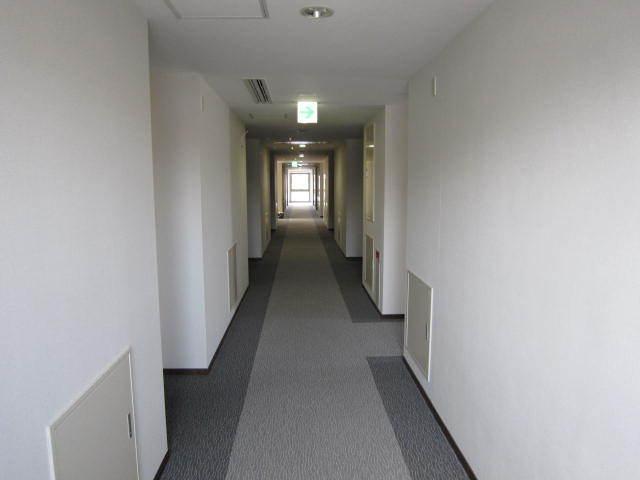 廊下写真2階、4階は禁煙室です