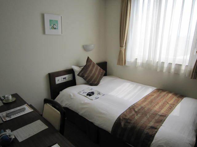 シングルルーム120サイズのベッドが入っております