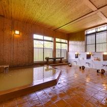 *【内湯/ひのき風呂大浴場】洗面器や椅子まで、檜を使用したこだわりの大浴場です。