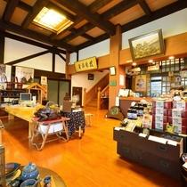*【館内】ロビーでは秋田ならではのお土産や、樅峰苑オリジナルお菓子などを販売しております。