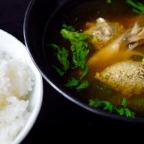 *【夕食一例】ご飯と椀物 限定生産あきたこまちと川蟹つみれ