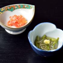 *【夕食一例】前菜 じゅんさいと鮭糀漬