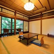 *【10畳/客室一例】大正時代からそのまま残る、趣のあるお部屋です。