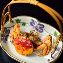 *【夕食一例】川蟹の唐揚げ。香ばしく、凝縮されたカニの旨味が食べ応えのある一品。