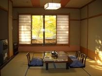 新緑の客室