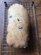 黒オリーブのパン