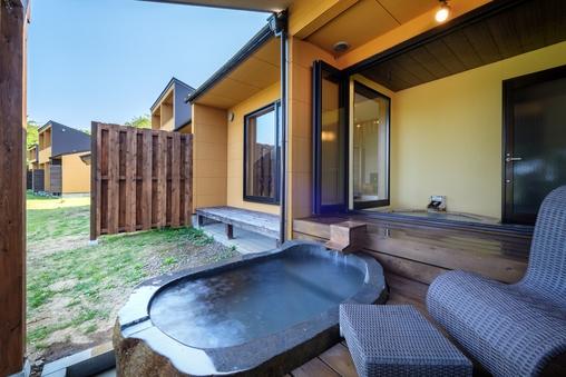 碁石/源泉掛け流し露天と半露天2種の湯船・和ベッド・テラス