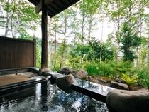 【露天風呂】四季折々の自然とやわらかな湯のあたたかみをご堪能いただけます。