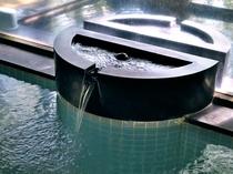 【大浴場】泉質はアルカリ性単純温泉で肌触りが柔らかく無色無臭、肌の弱い方でも安心してご入浴ください。