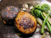 【お食事の一例】地元の旬の山菜をつかったお料理をお楽しみ下さい。