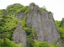 大迫力の奇岩、柱石