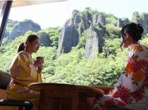 全客室より奇岩、柱石と木々たちの大パノラマの絶景!!