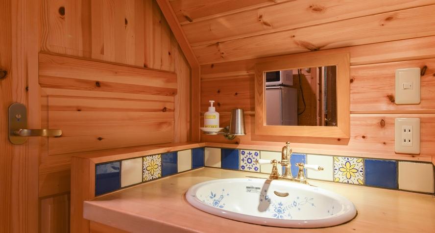 *【ログコテージ・ロフト】1階の洗面台スペース