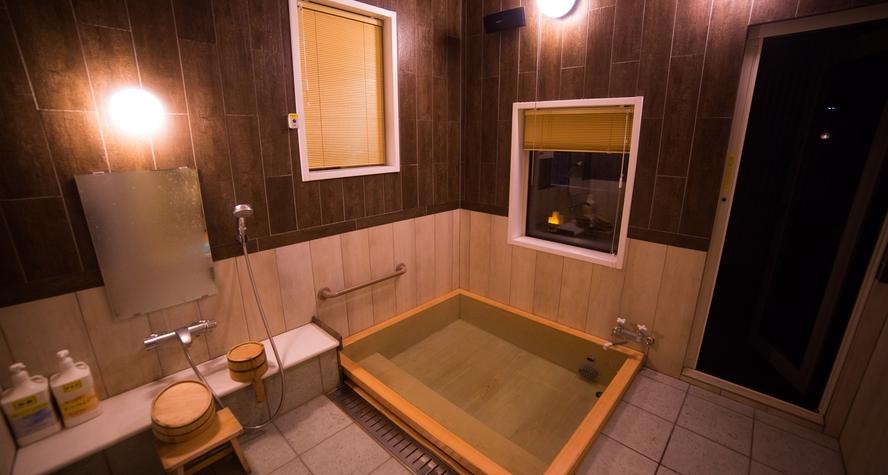 *【SPA HITOU】檜の貸切風呂(夜)