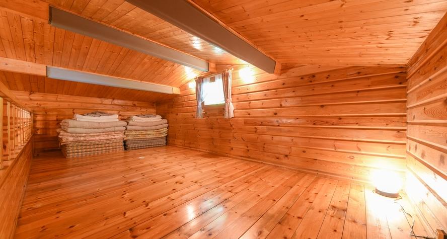 *【プチログハウス】2階のロフト洋室(広さ7.5畳)