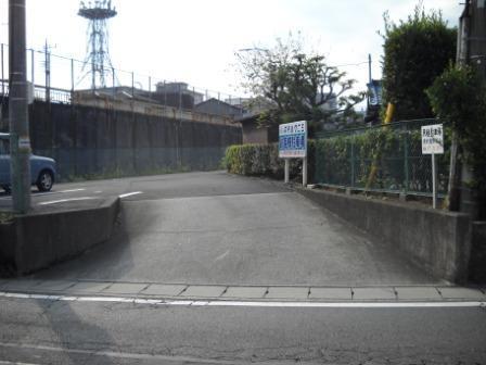 第一駐車場入口