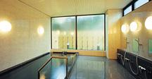 大浴場は人工温泉(アルカリ軟水泉)。男女別で何時でもご利用できます。