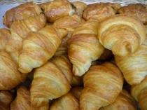 朝食焼き立てパン各種