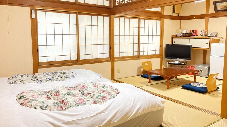 *【竹&松の間】竹の間に2台、松の間に2台、マットレスタイプの和ベッドをご用意。