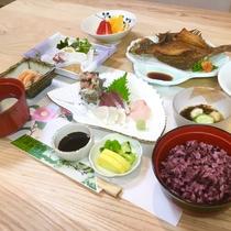 【ご夕食一例】四季折々の旬の食材を使用したお料理をご用意いたします。
