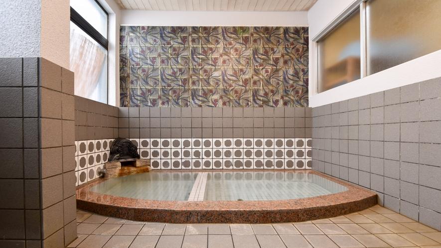 *男湯/少しこじんまりとしたお風呂ですがゆっくりとお寛ぎください。