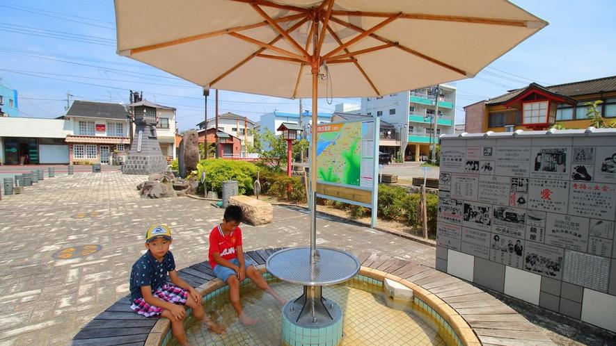 *日奈久温泉「憩いの広場」にある足湯。小休憩に足湯で温まっていかれてみては?