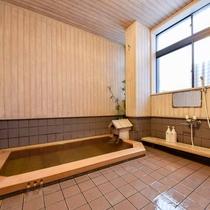 *女湯/源泉掛け流し。こじんまりとしたお風呂ですがお寛ぎください