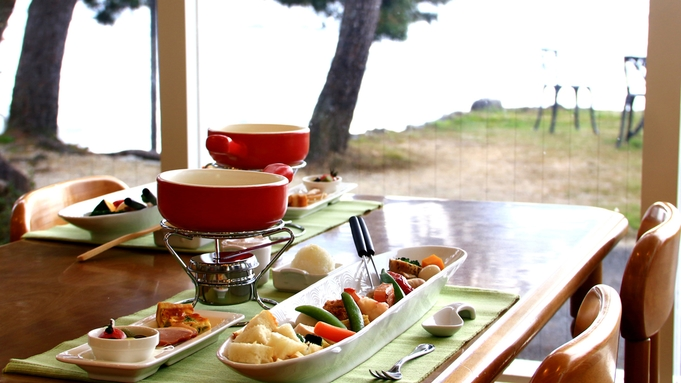 可愛くオシャレに♪穏やかな湖畔と彩り野菜のとろ〜りチーズフォンデュで素敵な旅を。