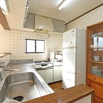 ダイニングキッチン(2階建コテージ H棟)