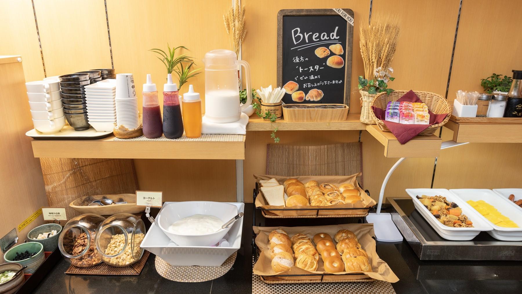 今日の朝食はパンとヨーグルトで決まり!